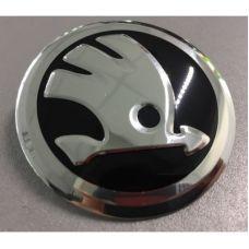 Аксессуары Наклейка на диск Skoda (New) D56 мм алюминий (Новый серебристый логотип на черном фоне)
