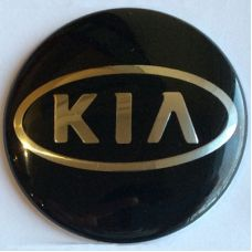 Аксессуары Наклейка на диск Kia 56 выпуклый (Серебристый логотип на черном фоне)