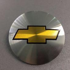 Аксессуары Наклейка на диск Chevrolet D56 мм (Золотистый с черной окантовкой логотип на серебристом фоне)