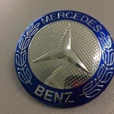 Аксессуары Наклейка на диск Mercedes D56 мм алюминий, выпуклый (Синий логотип на серебристом фоне)