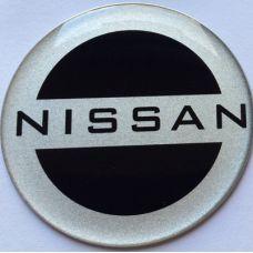 Аксессуары Наклейка на диск Nissan D56 алюминий (Серебристый логотип на черном фоне)